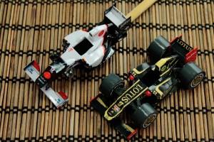 F1ペーパークラフトに水性ニスを塗ってみた